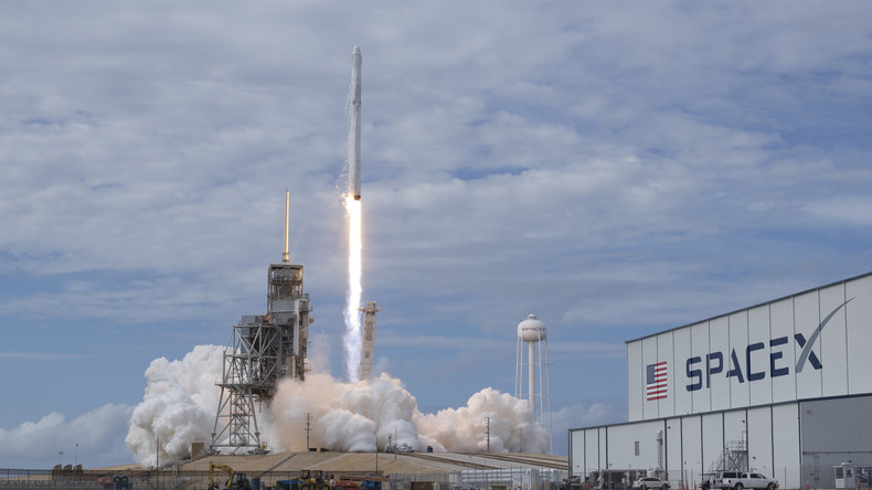 """Raumfrachter """"Dragon"""" zur ISS gestartet"""