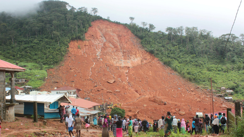 Nach Erdrutsch in Sierra Leone: Dramatische Rettungsversuche im Geröll