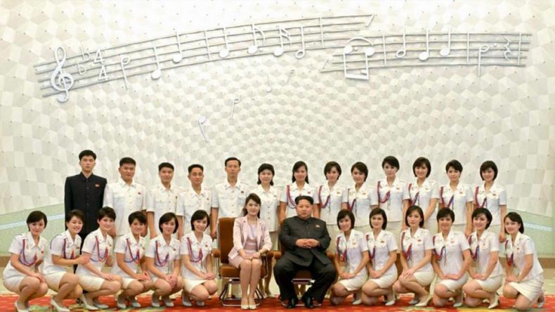 """In Uniform mit E-Gitarre und Geige"" - Moranbong, Kim Jong-uns Girlgroup für Nordkorea"