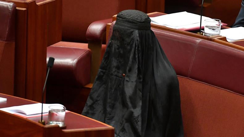 Australische Rechts-Politikerin kommt mit Burka ins Parlament