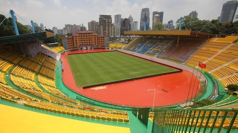 Spieler sind wichtig – Farbe auch: Chinesischer FC lässt Stadion in Gold streichen und siegt