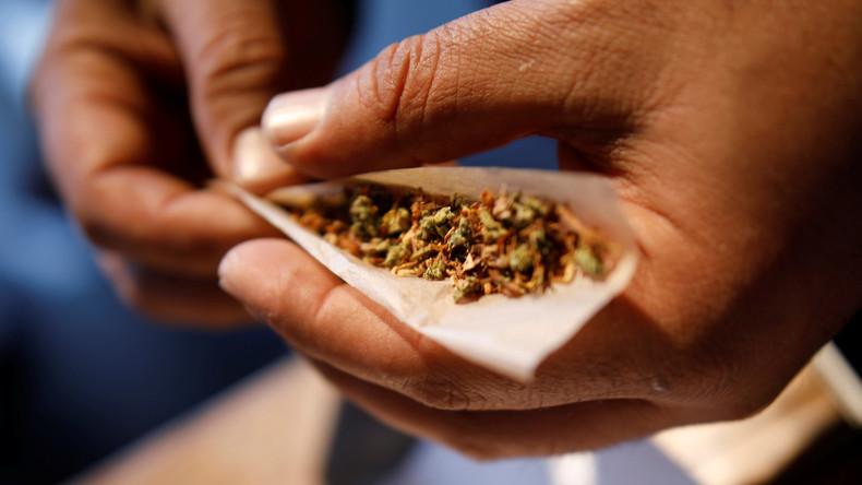 Der Versuchung verfallen: Israelischer Cannabis-Wächter beim Kiffen ertappt