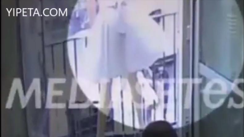 Video zeigt Moment, als Attentäter mit Kleintransporter in Menschen auf La Rambla rast