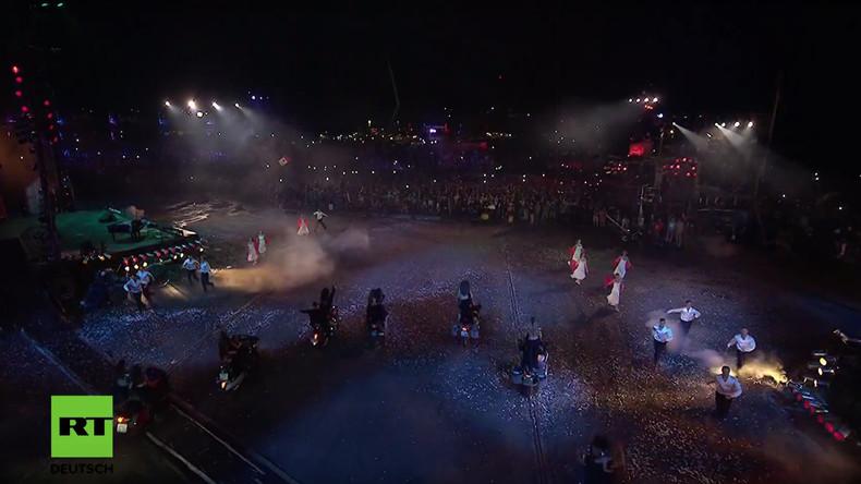 """Beeindruckende Show der russischen """"Nachtwölfe"""" in Sewastopol"""