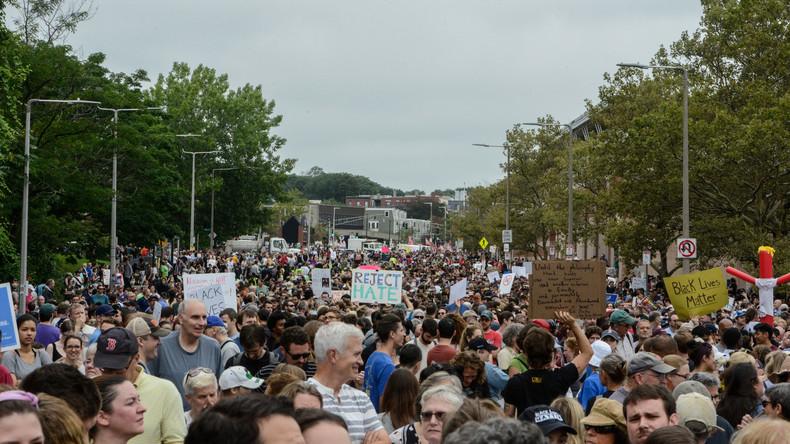 Zehntausende marschieren in Boston gegen Hass
