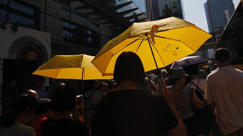 Tausende Hongkonger protestieren nach Haftstrafe für Protestanführer