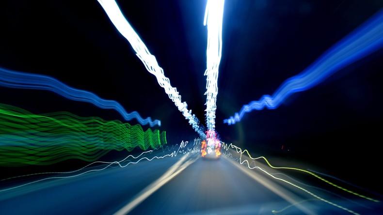 Autobahnpolizei hilft Tourist aus Dänemark bei Tunnelangstanfall