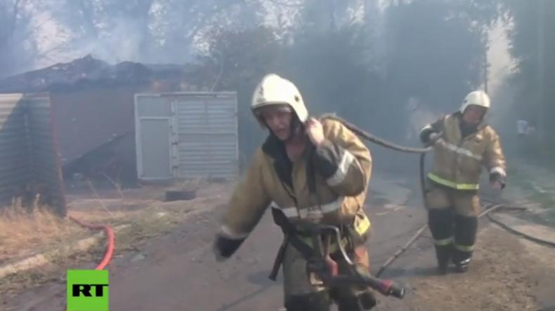 Großbrand wütet in russischer Millionenstadt und zerstört über 100 Häuser