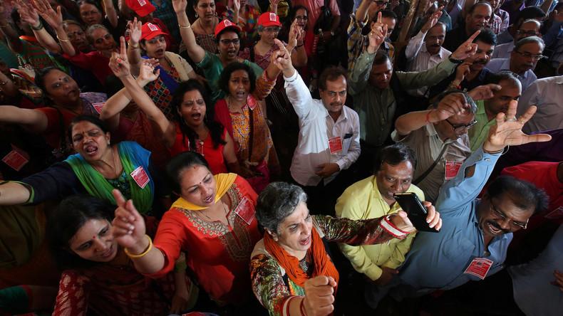 Eine Million indische Bankangestellte streiken landesweit gegen Fusionen von staatlichen Banken