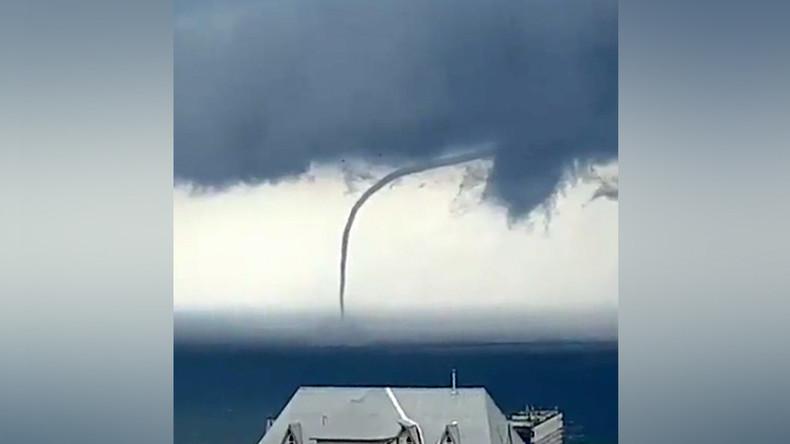 Krummer Tornado fegt über Schwarzes Meer vor Sotschi [FOTOS, VIDEO]