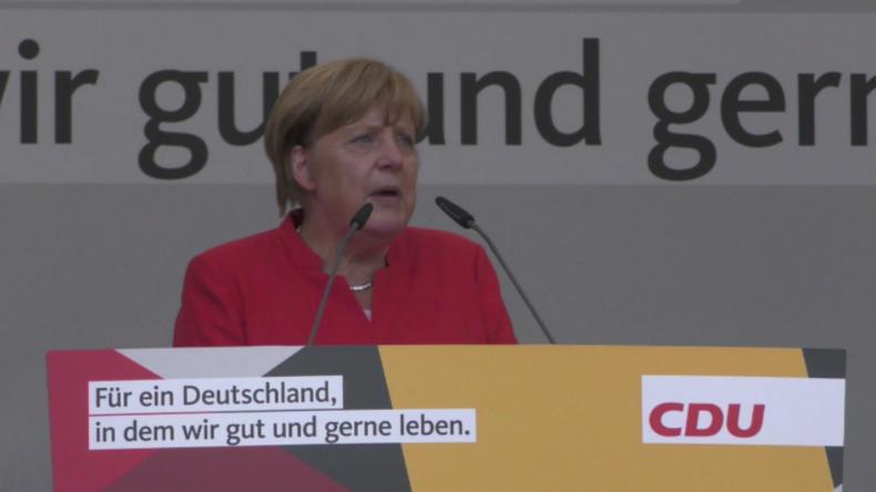 Münster: AfD trollt Merkel-Auftritt mit Flugzeug