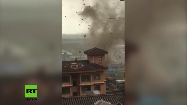 China: Tornado zieht durch Wohnviertel und zerstört Häuser – Unwetter sorgt für viele Verletzte