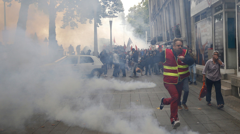 Frankreich erwartet heißen Herbst – Innenminister bestellt Tränengas für 22 Millionen Euro