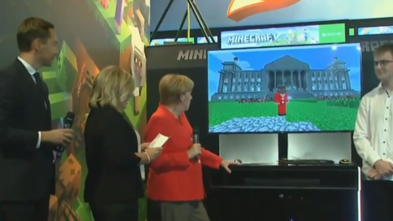"""Gamescom: """"Na ja"""" - Merkel nicht begeistert von Minecraft-Version des Bundestages"""