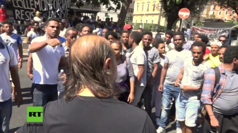 """Migranten protestieren in Rom: """"Wir sind keine Terroristen, wir wollen nur ein Haus zum leben"""""""