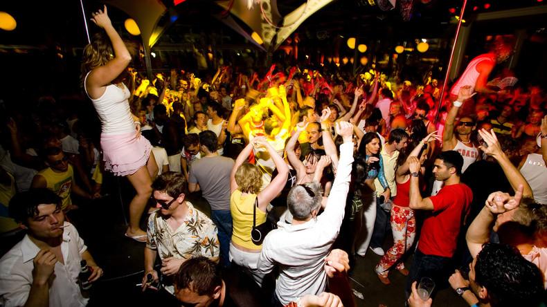 Feierkönigin gesucht: Beruflich feiern gehen und 21,500 Euro pro Jahr verdienen