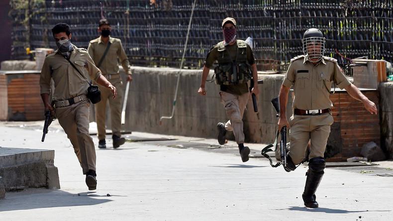 Mindestens drei indische Polizisten sterben bei Angriff auf Revier in Kaschmir