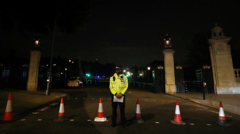 Londoner Polizei ermittelt Vorfall vor Buckingham-Palast: Terrorist war mit Schwert bewaffnet