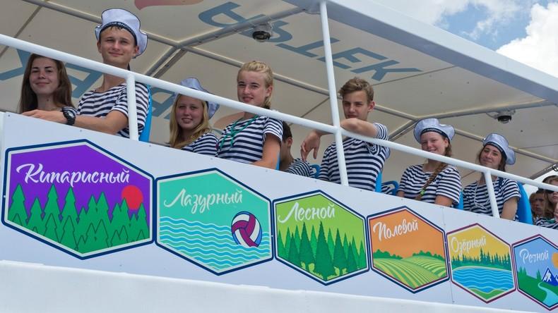 Kinder aus Deutschland zu Besuch im Ferienzentrum Artek auf der Krim