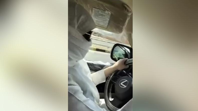 """Saudische Polizei ermittelt Fall von """"Frau am Steuer"""" [VIDEO]"""