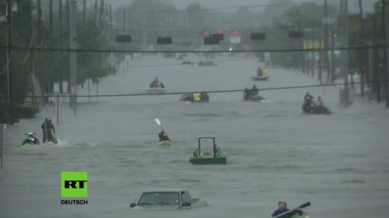 Hurrikan Harvey stürzt Houston ins Chaos - Tausende Menschen in Fluten eingekesselt [Videos]
