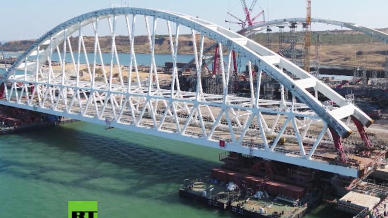 Krim: 6.000 Tonnen-Monsterstück wird in eine der längsten Brücken der Welt eingesetzt