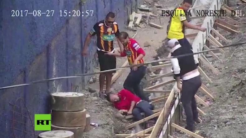Wenn Fußball-Liebe viel zu weit geht: Hooligans schlagen Gegner fast tot