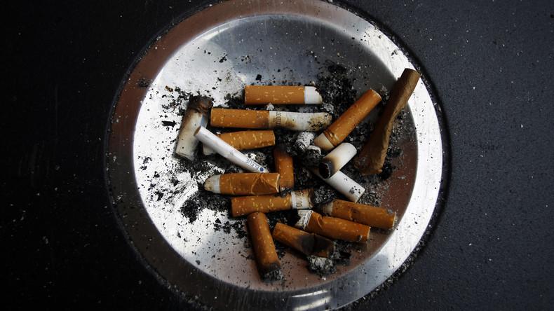 Rauchen tötet doppelt: Inder mit Kehlkopfkrebs erschießt Kollegen, der ihn ans Rauchen gewöhnt hat