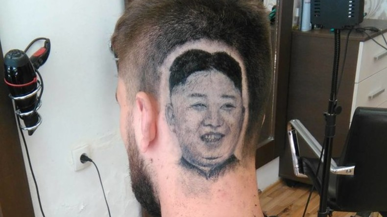 Serbe lässt sich Porträt nordkoreanischen Machthabers Kim Jong-un auf Kopf hineinrasieren [VIDEO]