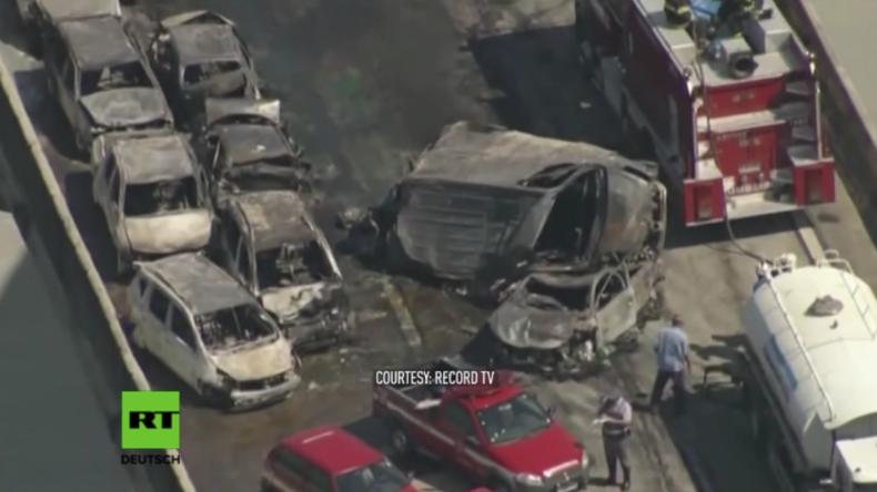 Schwere Massenkarambolage in Brasilien: Fast 40 Wagen krachen auf Autobahn ineinander