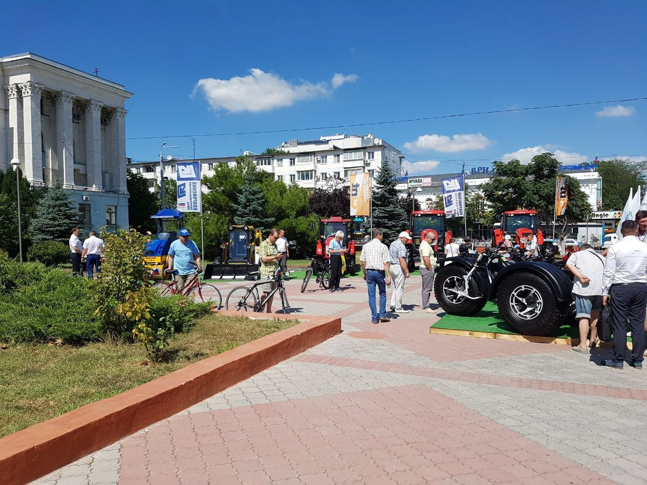 Deutsche Staatsbürger beteiligen sich an Friedens-Fahrradtour auf der Krim