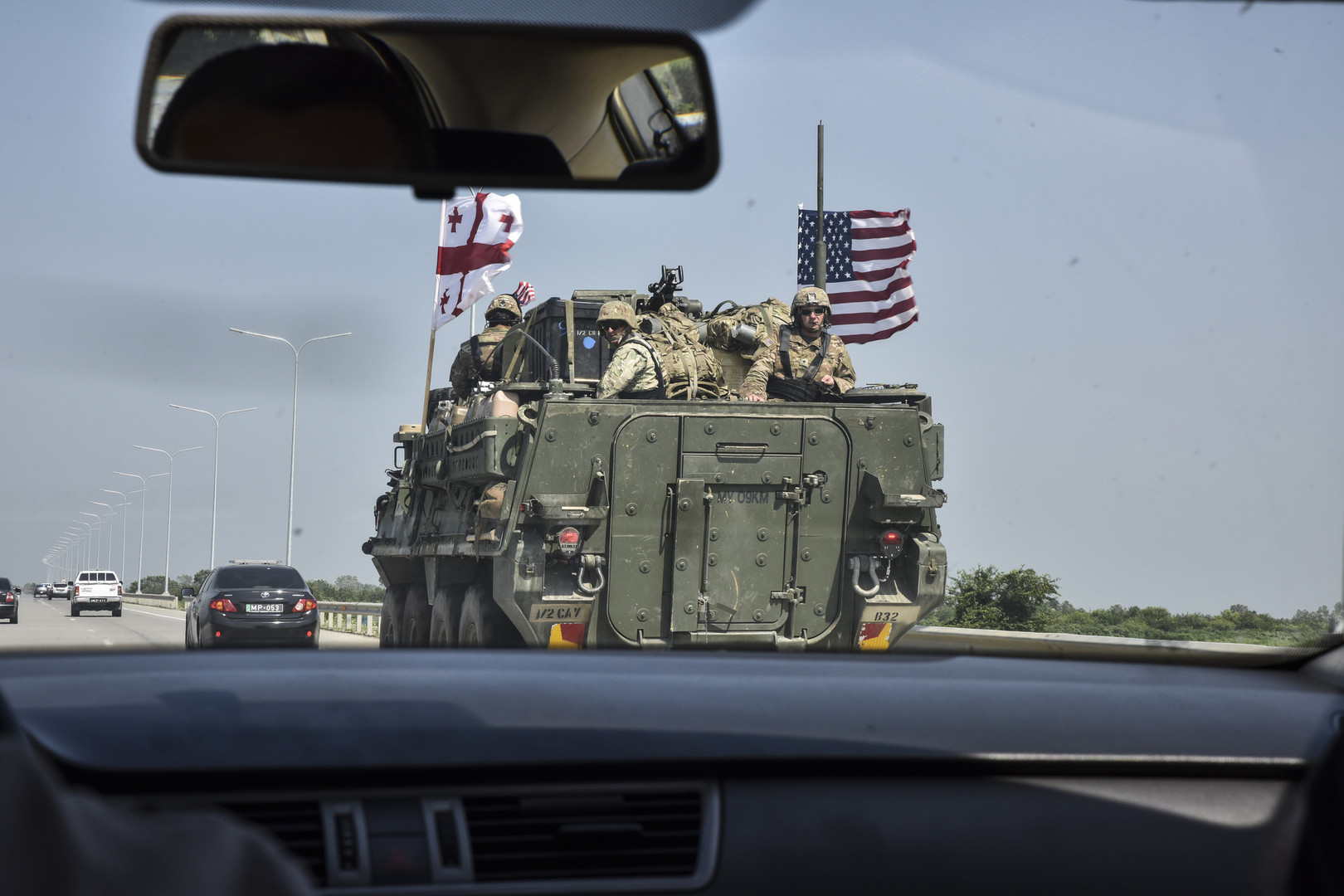 NATO im Kaukasus: US-Panzer und Bundeswehrsoldaten auf dem Weg nach Georgien