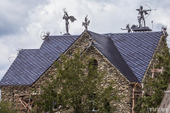 Teuflische Architektur in Weißrussland: Haus mit Schädeln an Wänden erschreckt Nachbarn [FOTOS]