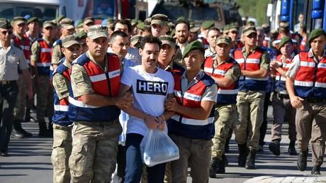 Recep Tayyip Erdoğan kündigt Kleiderordnung für Putschisten und Terroristen an
