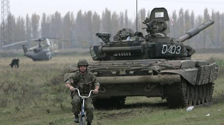 Symobolbild - Georgische Soldaten nehmen an einem Filmdreh auf der Militärbase  Vaziani teil. Filmregisseur Renny Harlin drehte dort einen Film, basierend auf den Ereignissen des russisch-georgischen Konflikts im August 2008, 12. November 2009
