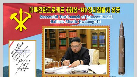 Nordkoreanische Briefmarke zu Ehren des erfolgreichen Starts einer Hwasong-14-Rakete, Pjöngjang, Nordkorea, 8. August 2017.
