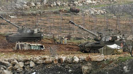 Israelische Artilleriegeschütze auf den besetzten Golanhöhen. Immer wieder greift Israels Militär zugunsten der Aufständischen in den Konflikt in Syrien ein.