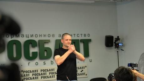 Sergej Udalzow auf seiner ersten Pressekonferenz nach Haftentlassung.