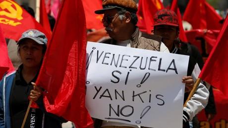 Aus Solidarität mit der sozialistischen Regierung in Venezuela demonstrieren Menschen im Mexikos Hauptstadt gegen die Einmischung der USA.