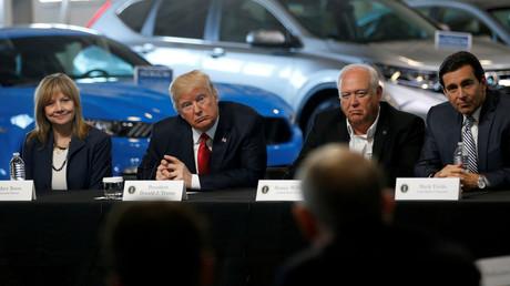 Der US-Präsident Donald Trump mit Vertretern der amerikanischen Automobilindustrie in Michigan, USA; 15. März 2017.