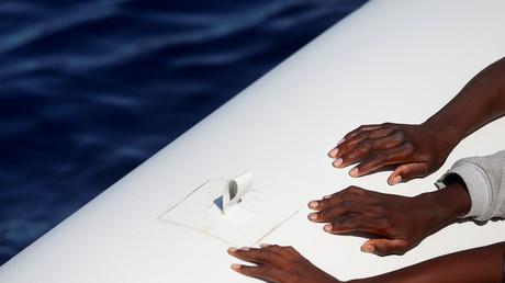 Libyen droht mit Gewalt, Italien schickt Kriegsschiffe: Im Streit um die Flüchtlingshilfe im Mittelmeer steigt der Druck auf freiwillige Retter. Einige wollen trotzdem weitermachen.