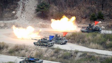 Panzer der südkoreanischen und der US-Armee während eines gemeinsamen Militärmanövers in Pocheon, Südkorea, 21. April 2017.