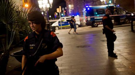 Terror in Spanien: Über 100 Opfer in drei Städten, fünf mutmaßliche Terroristen getötet.