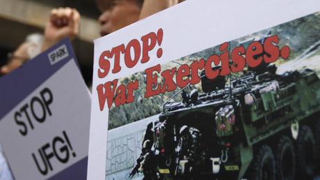 Proteste gegen Militärmanöver nahe eines US-Stützpunkts, Seoul, Südkorea, 20. August 2012.