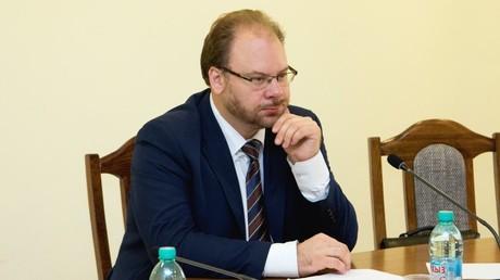 Oleg Borissowitsch Nemenski, geboren 1979, ist Politologe und Historiker.