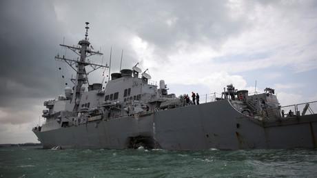 Der US-Zerstörer USS John S. McCain nach der Kollision, Singapur. 21. August 2017.