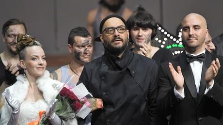 Der gefeierte Regisseur Serebrennikow (Mitte) ist seit gestern in Haft.