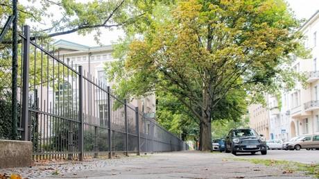 Für Moral und Sauberkeit: Berliner Schule baut Schutzanlage gegen Prostituierte