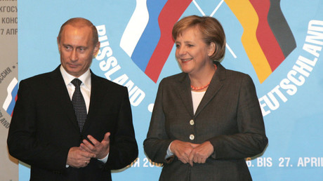 Der russische Präsident Wladimir Putin und Bundeskanzlerin Angela Merkel auf einer Pressekonferenz im Jahr 2006.