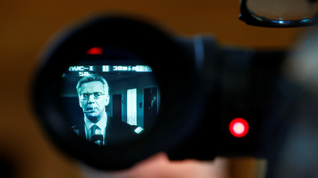 Ein Bild des Innenministers De Maizière durch den Sucher einer Kamera in Düsseldorf, Deutschland, 28. März 2017.